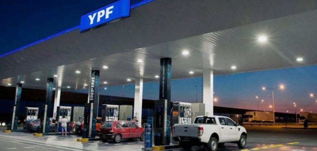Posible aumento de naftas: expectativa por pérdidas en el balance de YPF